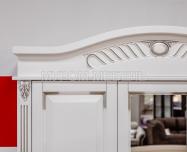 Здесь изображено Шкаф Оливия Люкс (белая эмаль с серебряной патиной)