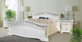 Здесь изображено Деревянная кровать Милена (сосна, резьба береза)